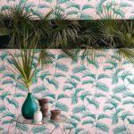 imprimé palmiers verts sur fond rose