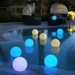 boules flottantes lumineuses en couleurs